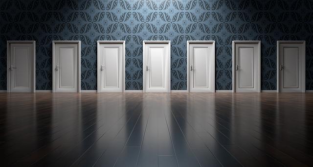 dveře vedle sebe