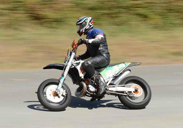 helma na motocros