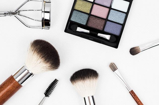 make-up, štetce, očné tiene.jpg