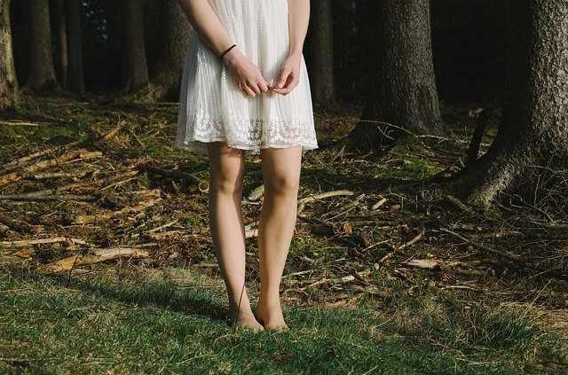 žena v lese.jpg